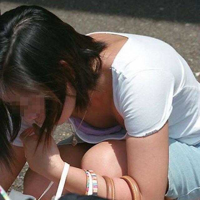【H,エロ画像】前屈みになったらお乳が見えちゃった、シロウト小娘の胸チラ画像