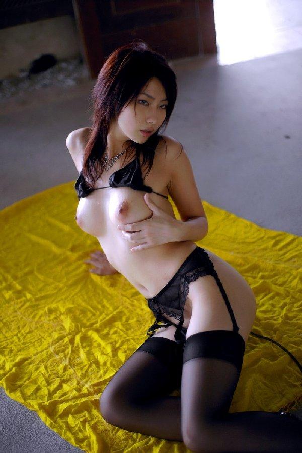 陰毛は全く隠す気のない下着 (8)