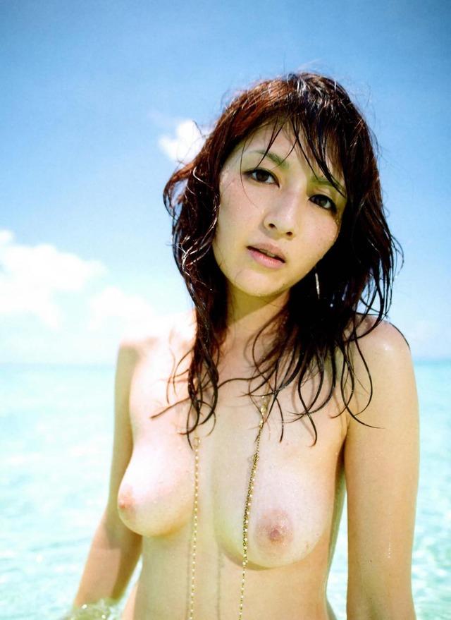あの可愛い芸能人まで裸になるのね (11)
