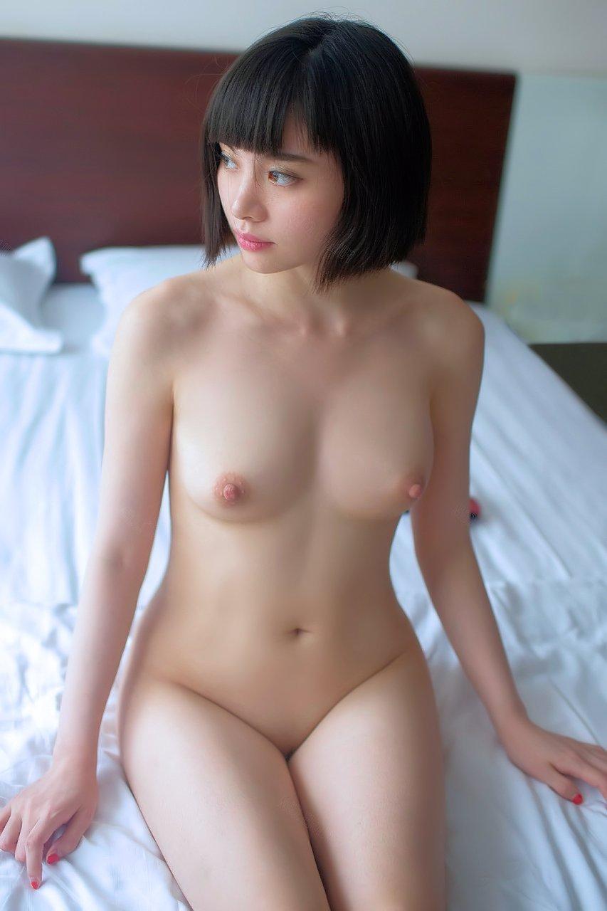 キュートでセクシーな裸の美女 (7)