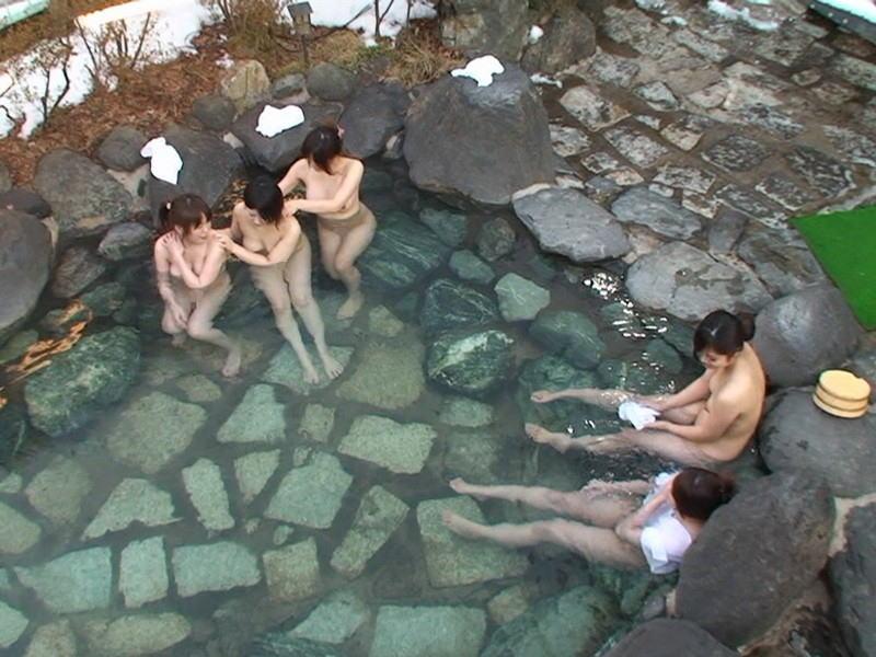 素っ裸で温泉に入っている素人さん (4)