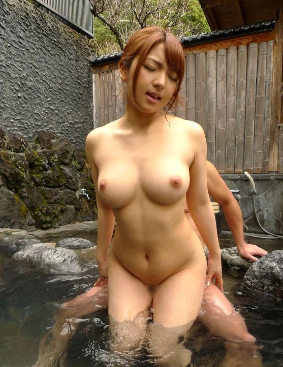 露天風呂でハメ撮りしちゃう (16)