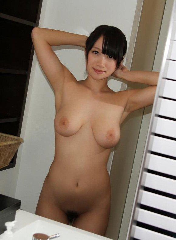 プクッと乳輪まで盛り上がった乳房 (9)