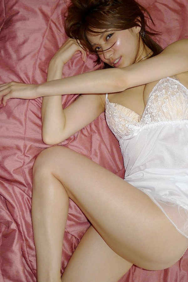 セクシーランジェリーを着る美女 (3)