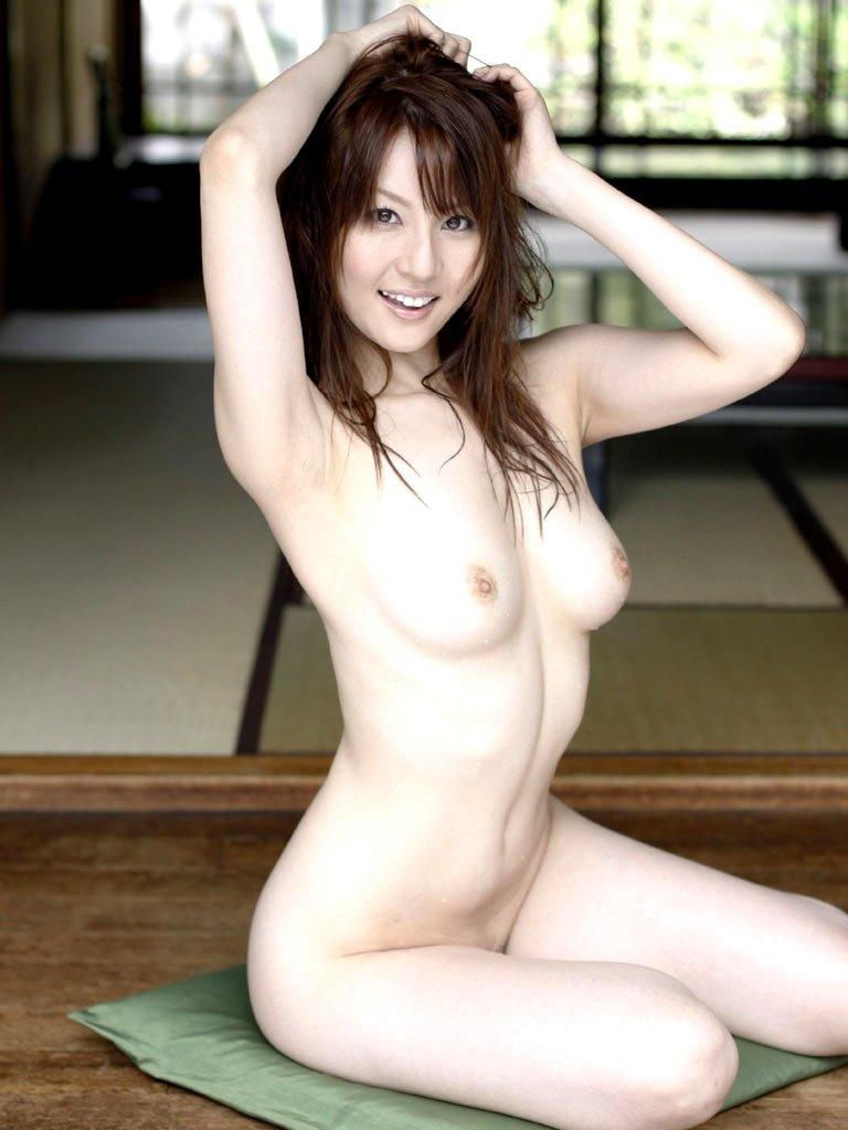 スマイルが素敵な全裸姿 (3)