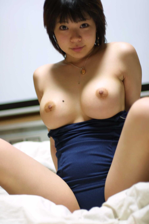 競泳水着やビキニから乳房を露出 (4)