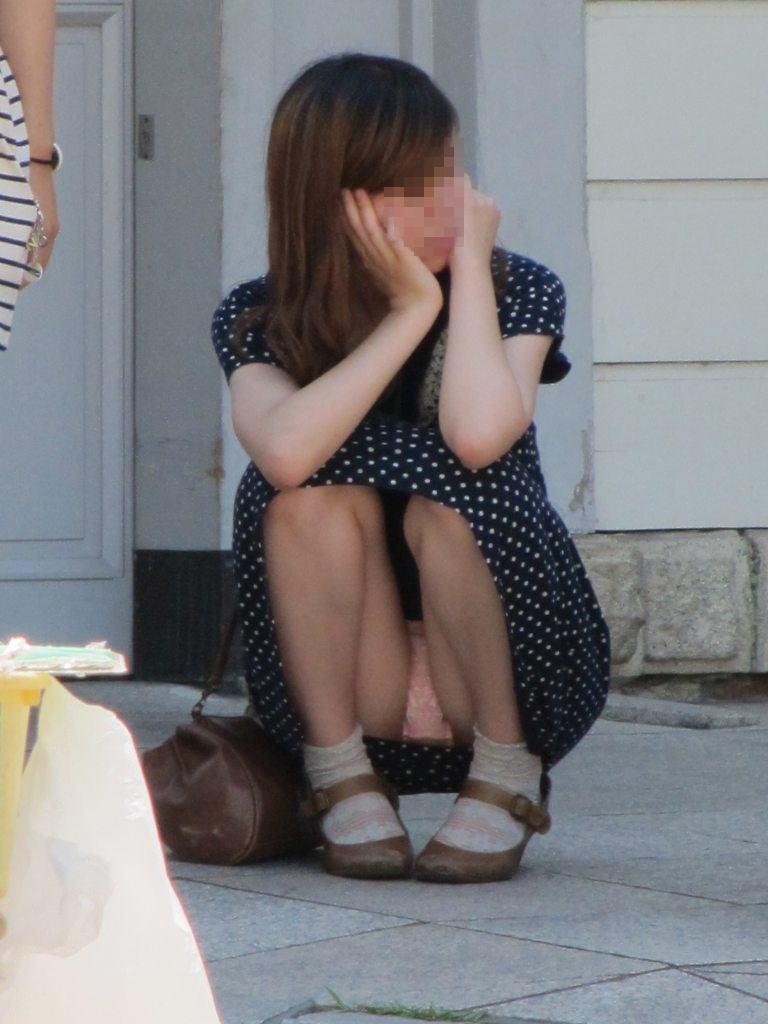 下着がモロ見えになってる女の子 (17)