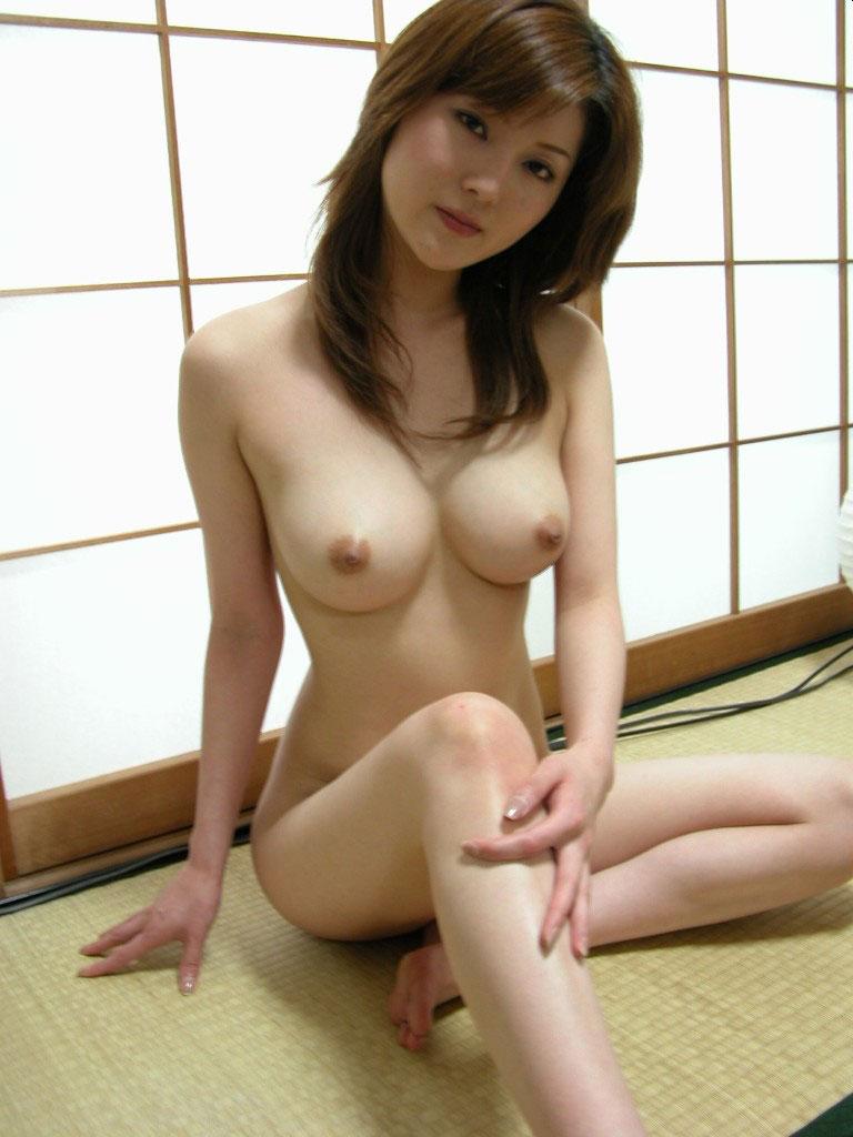 見惚れてしまうほど美しい乳房 (11)