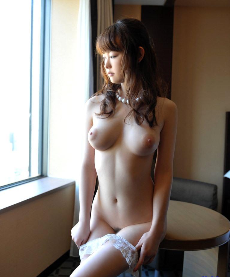 見惚れてしまうほど美しい乳房 (12)