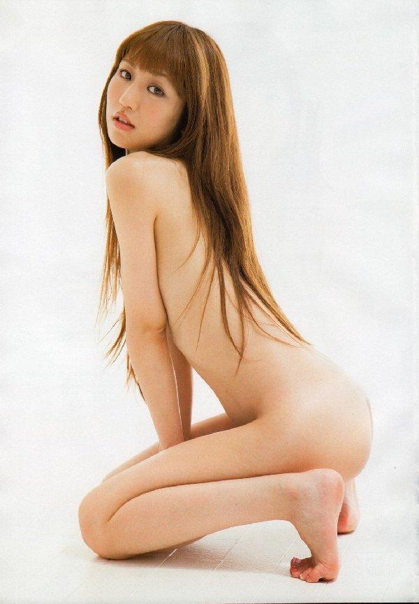 おっぱいが見えそうなアイドルの裸 (2)
