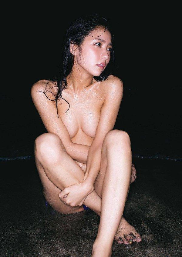 おっぱいが見えそうなアイドルの裸 (19)