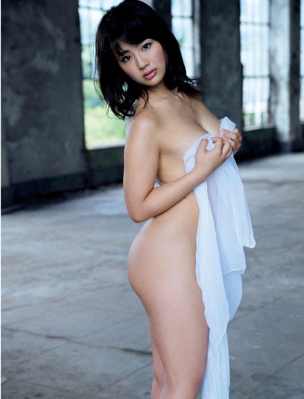おっぱいが見えそうなアイドルの裸 (16)