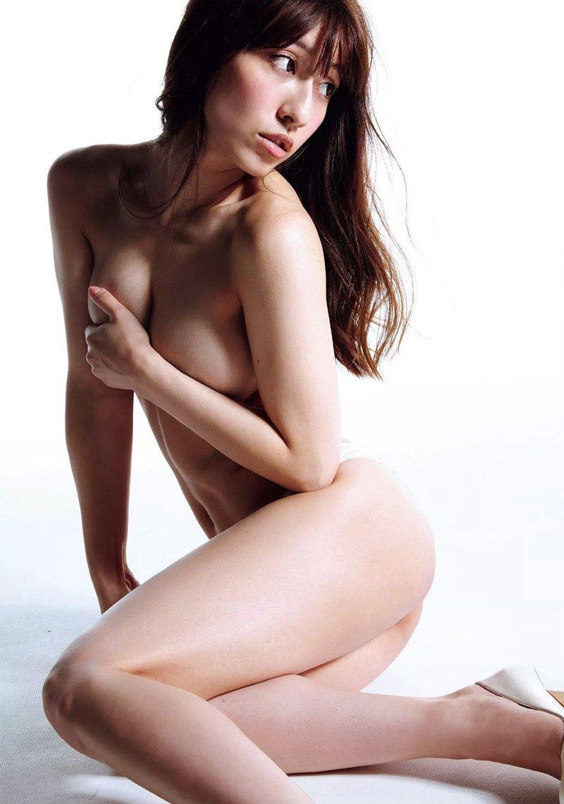 おっぱいが見えそうなアイドルの裸 (15)