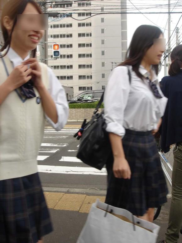 デカパイJKが街を歩いてる (6)