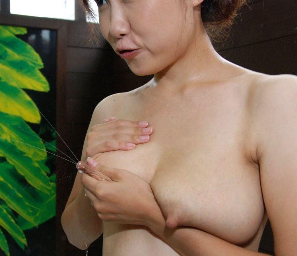 乳首の先からミルクを吹き出す (19)