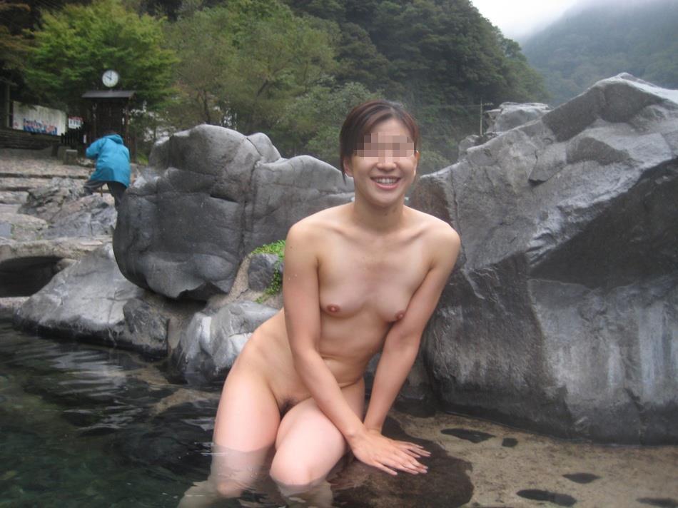 素っ裸で入浴中の素人さん (4)