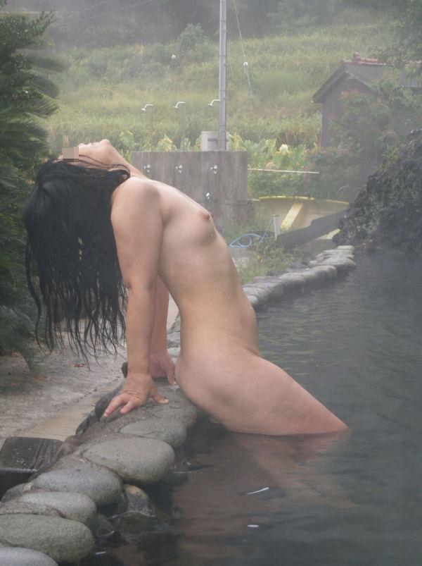 入浴中に撮られたヌード姿の素人さん (12)