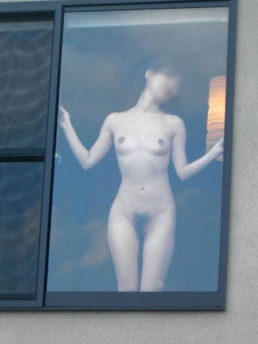 窓から素っ裸の女性を観察 (14)