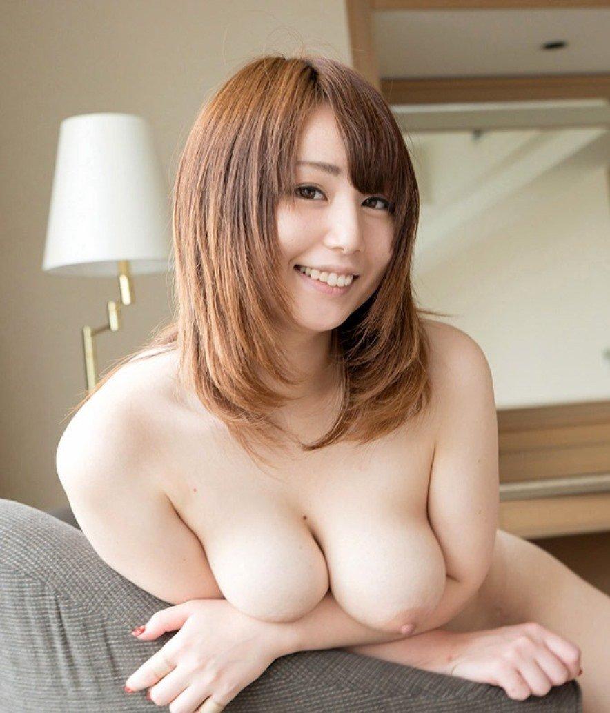 豊満ボディで巨乳の裸体 (15)