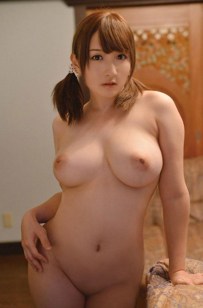 豊満ボディで巨乳の裸体 (19)