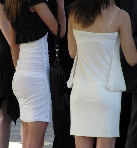 薄手の洋服で下着が透けまくる (4)