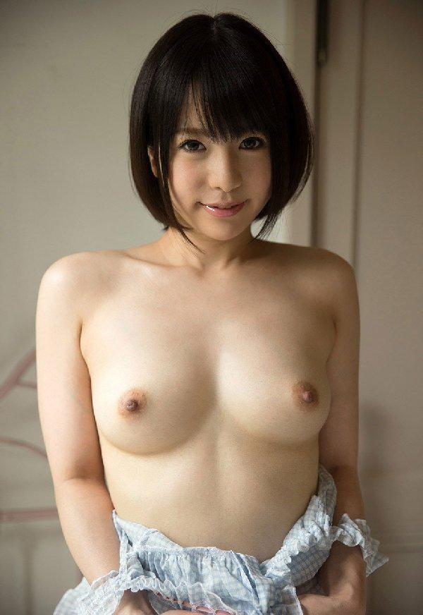 ショートヘアの女の子が裸になっちゃう (19)