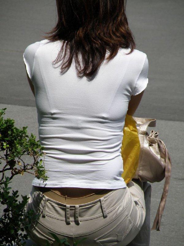 下着が背中や胸から透けてる (19)