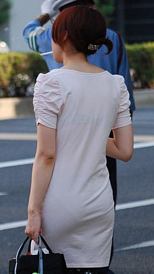 下着が背中や胸から透けてる (20)