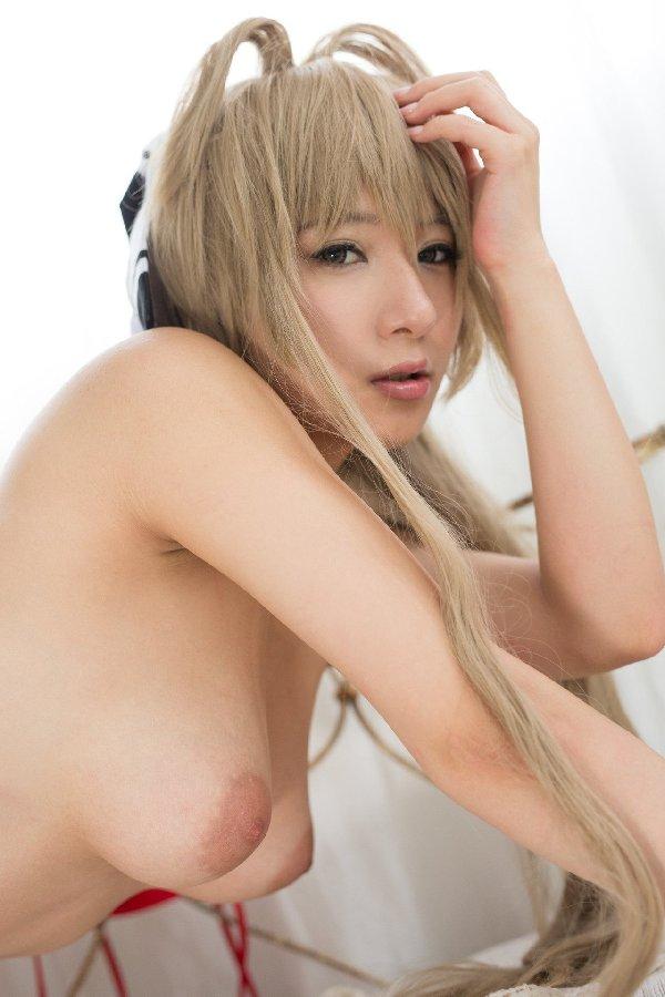 美しくてデカい乳房のヌード (11)