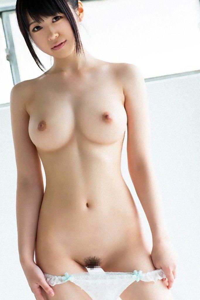 美しくてデカい乳房のヌード (7)