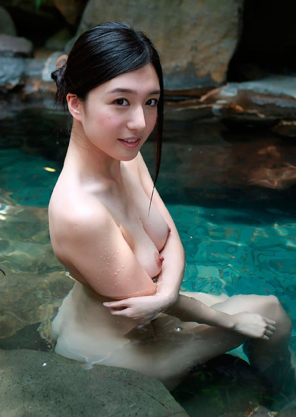 美しくハリも良い乳房と乳首 (19)