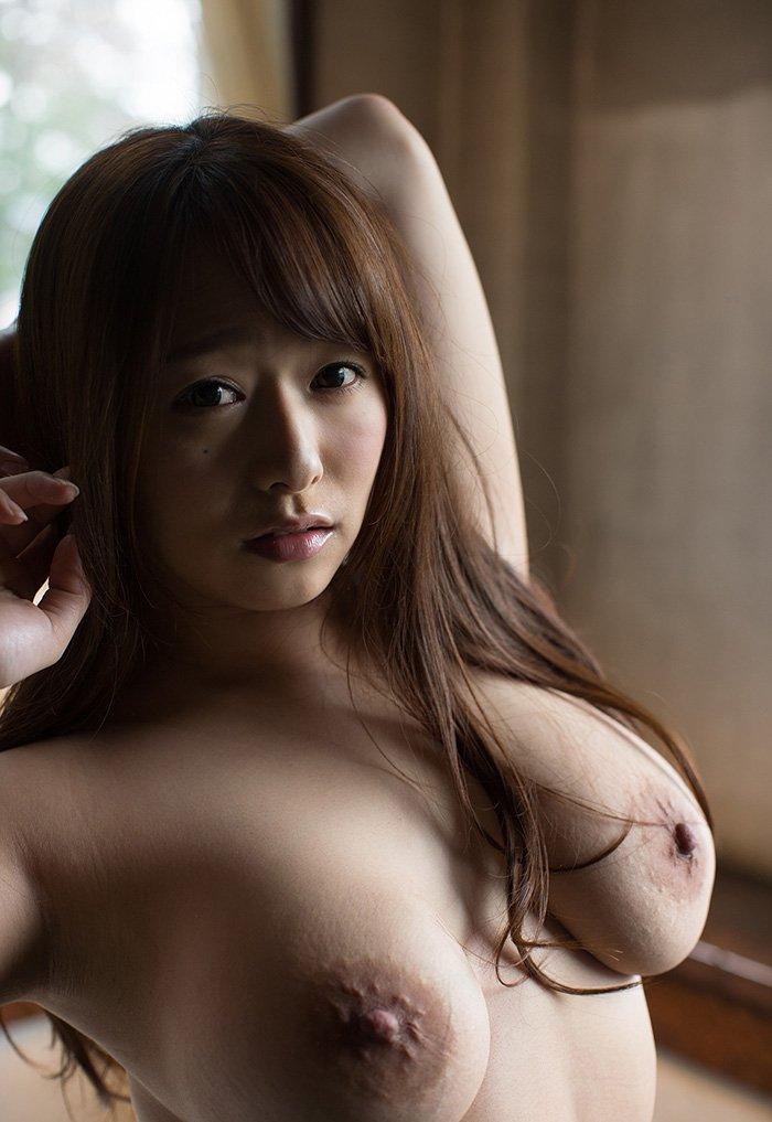 デカ過ぎな乳房が圧巻のオッパイ (11)