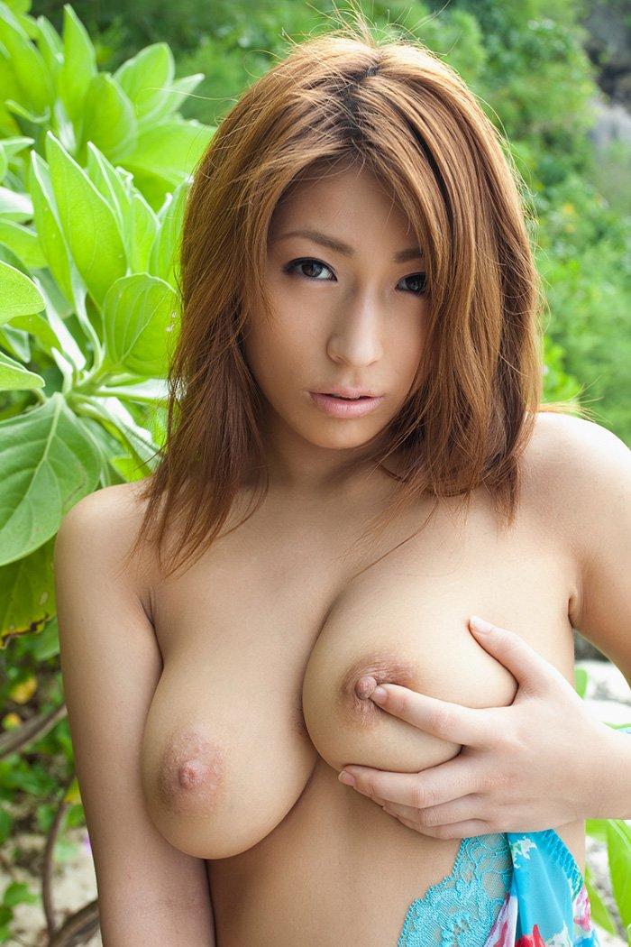 デカ過ぎな乳房が圧巻のオッパイ (19)