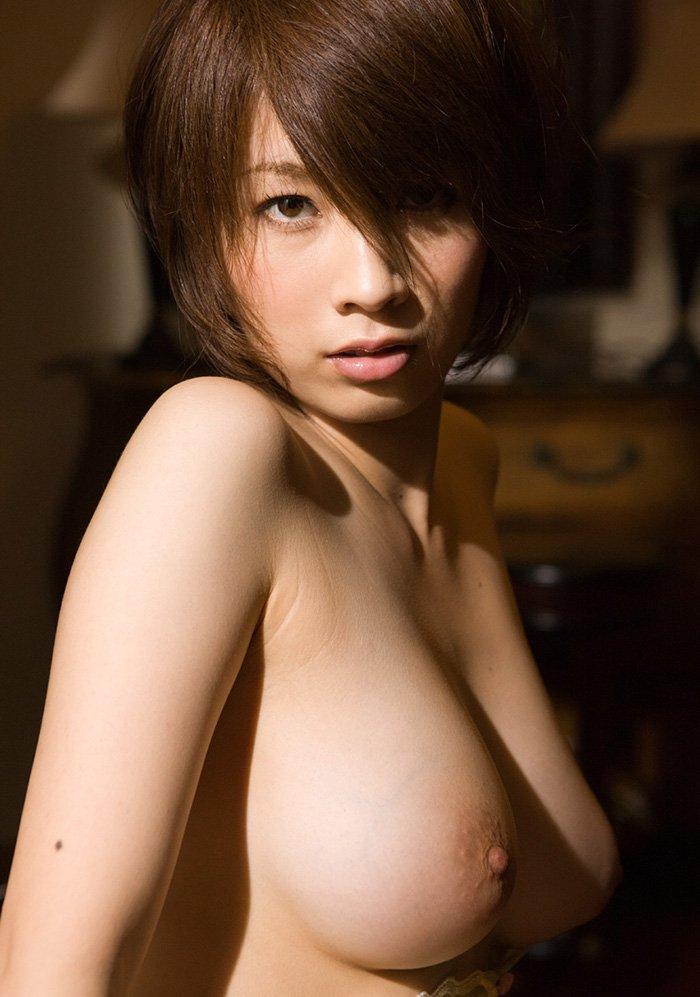 デカ過ぎな乳房が圧巻のオッパイ (15)