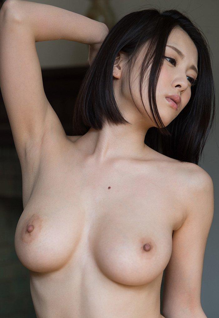 デカ過ぎな乳房が圧巻のオッパイ (8)