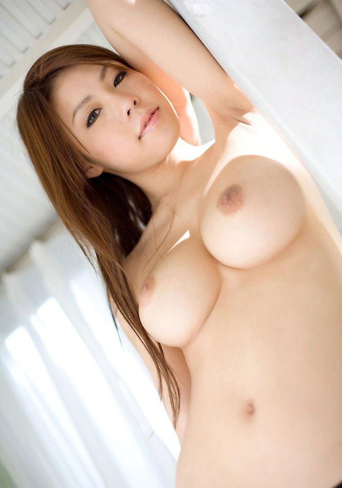 デカ過ぎな乳房が圧巻のオッパイ (10)
