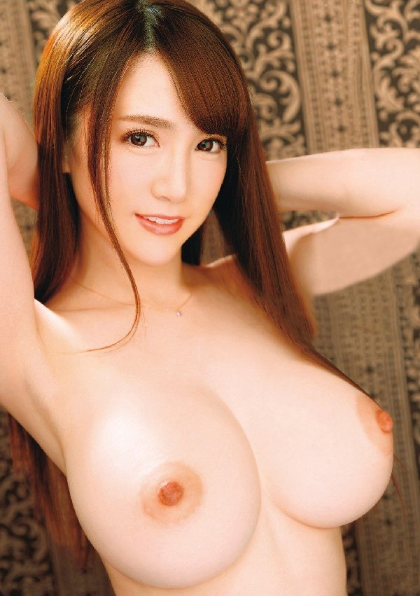 デカいのに美しい乳房 (5)