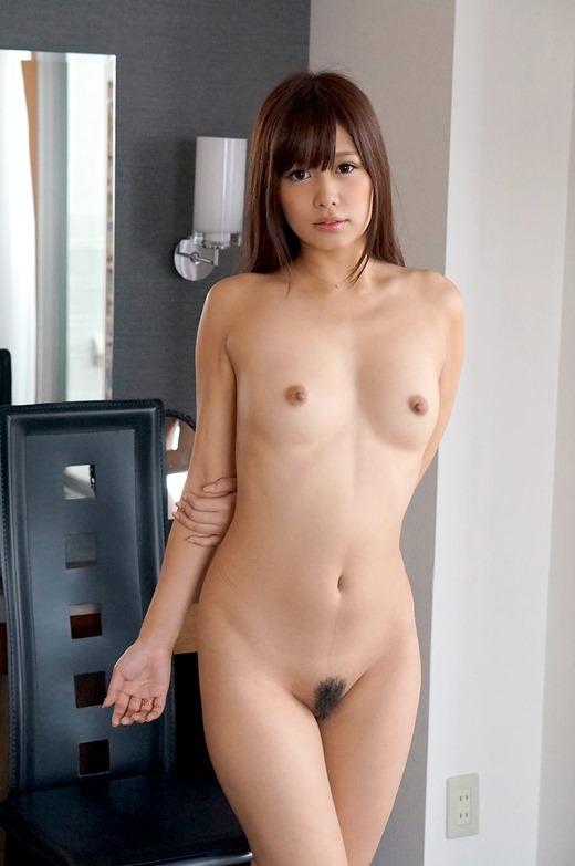 小さな乳房にキュートなルックス (16)