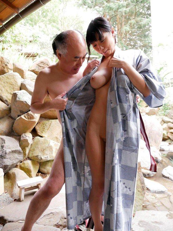 大きな乳房でパイズリしてSEX、桐谷まつり (13)