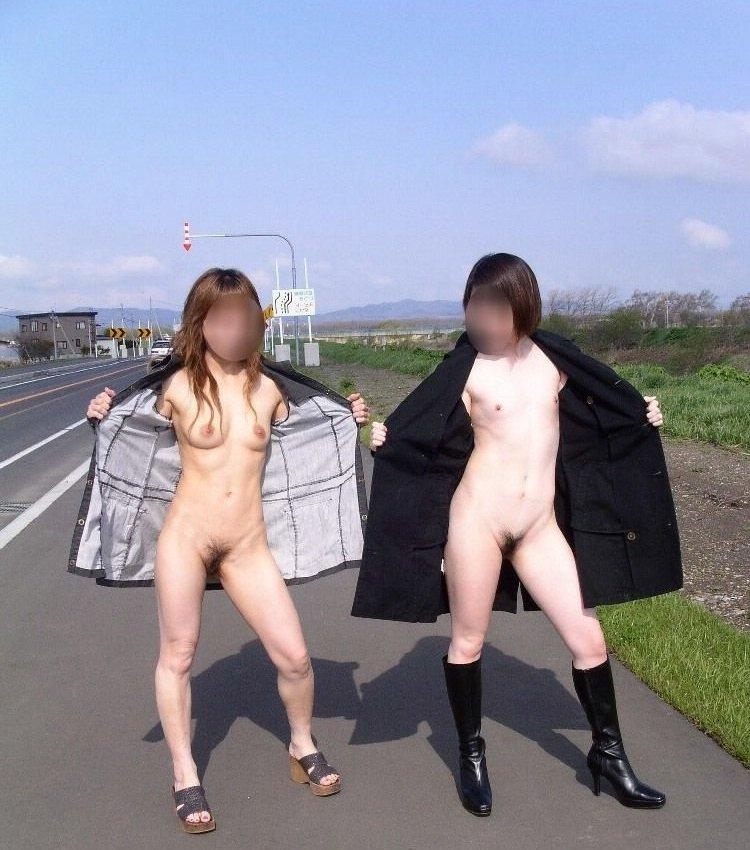ハイレベルな場所で素っ裸になる (2)