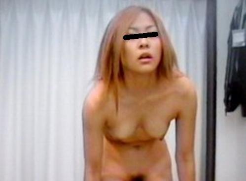更衣室で脱衣中の女の子 (12)