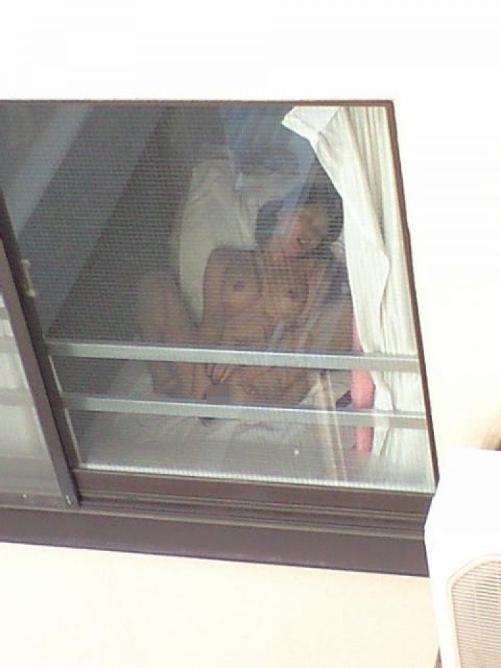 民家の窓から素っ裸の素人さんが見えた (8)