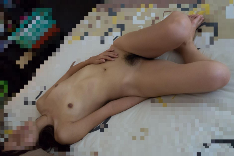 素っ裸で寝ちゃった女の子 (10)