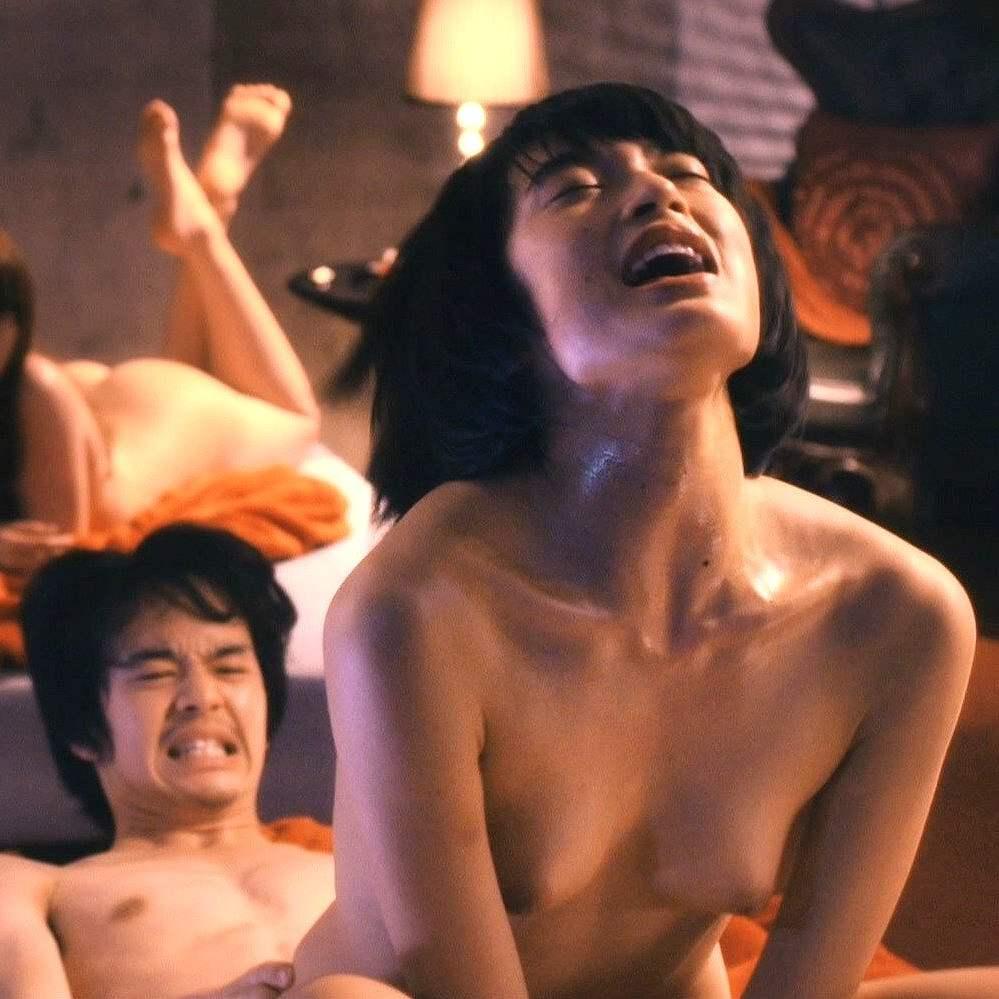 綺麗な芸能人が裸になって喘いでる (19)