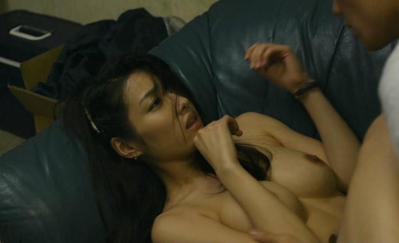 綺麗な芸能人が裸になって喘いでる (20)