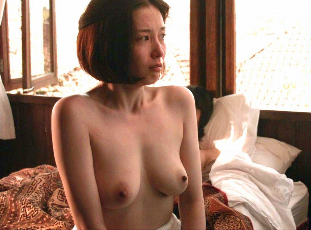 綺麗な芸能人が裸になって喘いでる (13)