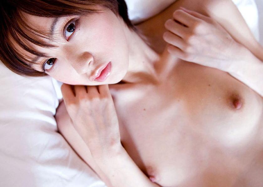小さな乳房でも可愛くて美乳 (12)