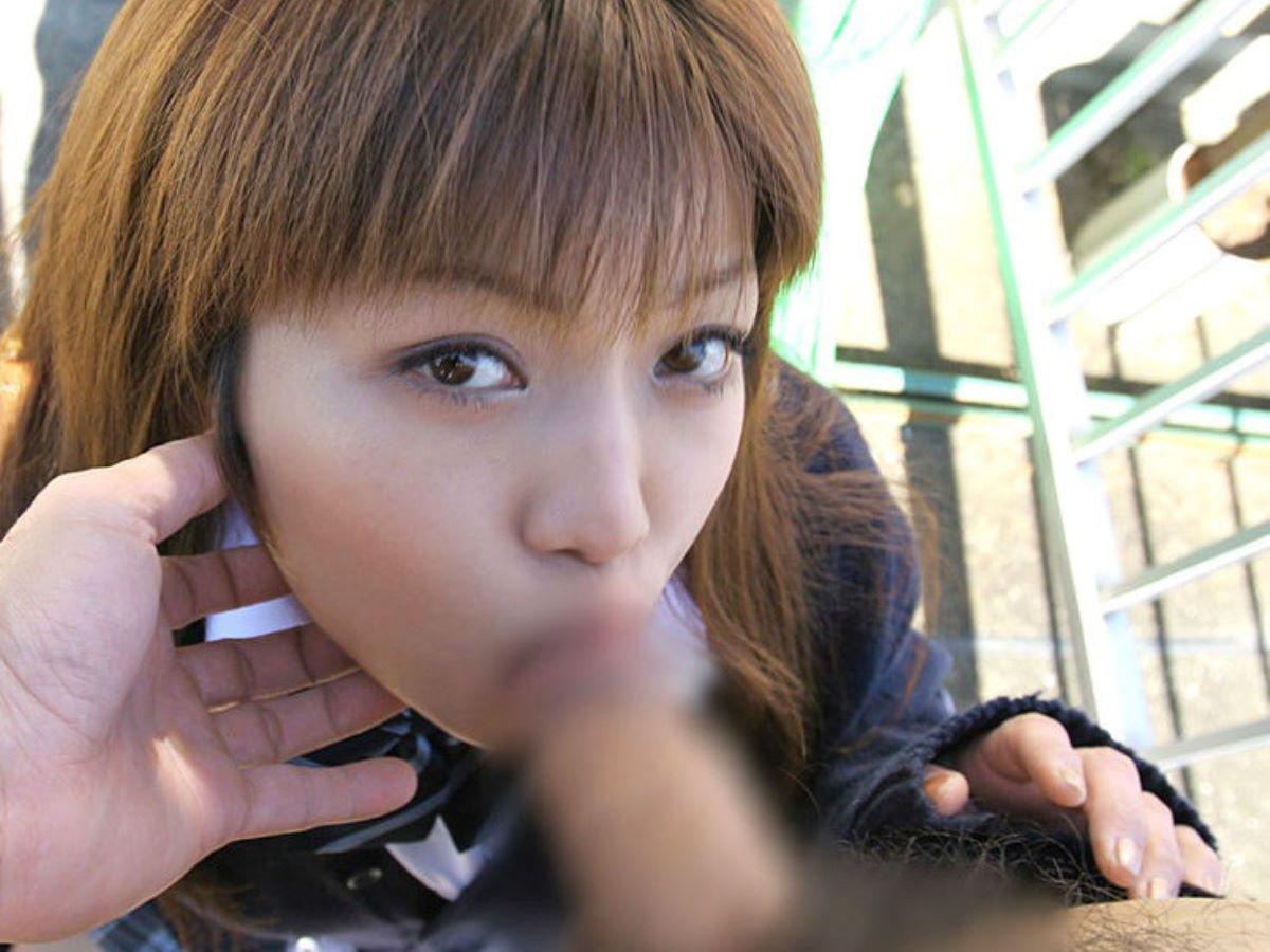 キュートな女子高生がチンチンを舐めまくる (9)