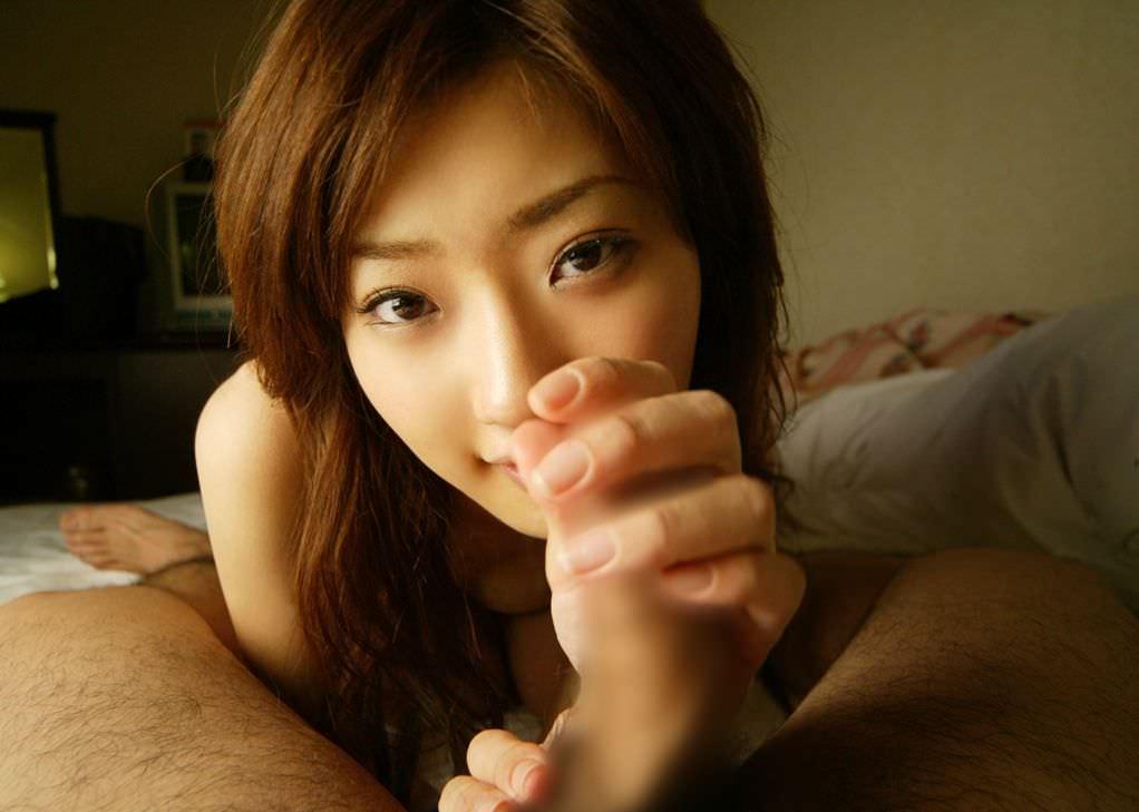 勃起したチンチンを握ってシコる女の子 (9)