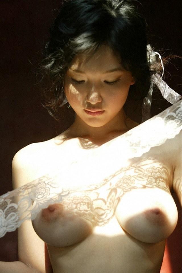 女優やアイドルの全裸姿が美しくエロい (14)